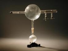 Perrin-féle katódsugárcső a katódsugarak negatív töltésénak bemutatásához