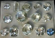 A világ nagy gyémántjainak üveg utánzata (étui-ben)